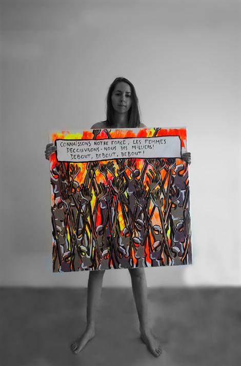 autoportrait avec peinture MLF. Debout les femmes.